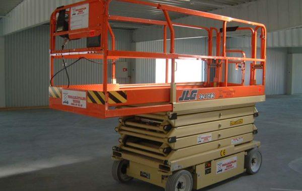 Saxlift 11,75 m JLG 3246 E